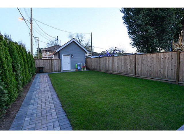 Photo 18: 180 E 17TH Avenue in Vancouver: Main House for sale (Vancouver East)  : MLS® # V1116513