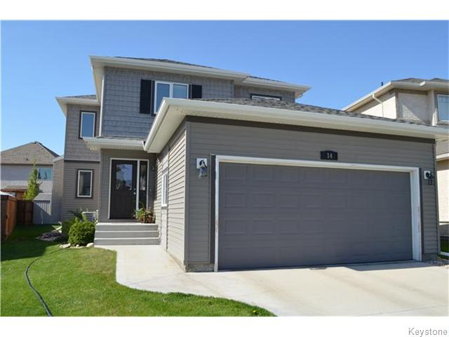 Beautiful family home with vinyl siding and stucco plus a 20 x 20 attached garage on a quiet cove.