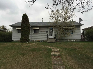 Main Photo:  in Edmonton: Zone 02 House for sale : MLS(r) # E4024904