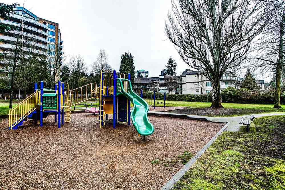 "Photo 19: 213 7139 18TH Avenue in Burnaby: Edmonds BE Condo for sale in ""CRYSTAL GATE"" (Burnaby East)  : MLS® # R2146247"