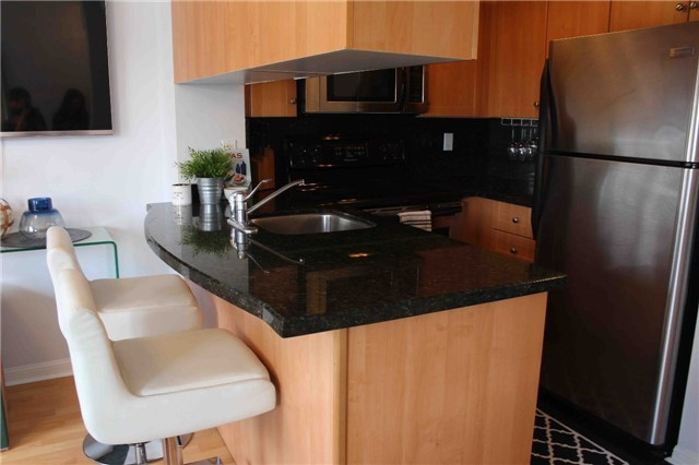 Photo 7: 606 15 Laidlaw Street in Toronto: South Parkdale Condo for lease (Toronto W01)  : MLS(r) # W3739192