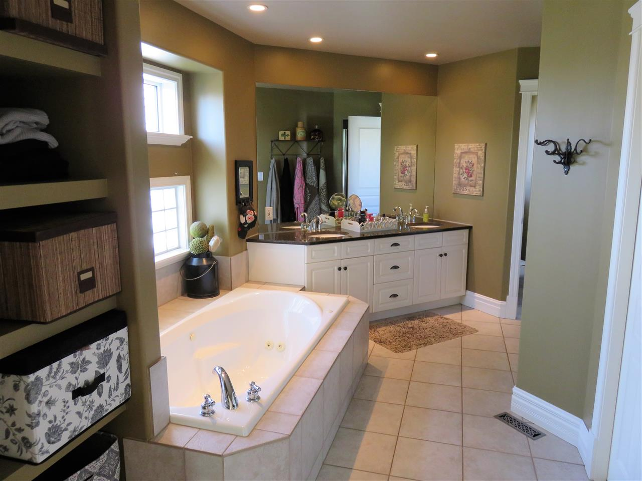 Holy WOW!..Huge 6pc Master Bathroom with a WALK-IN CLOSET TOO! :)