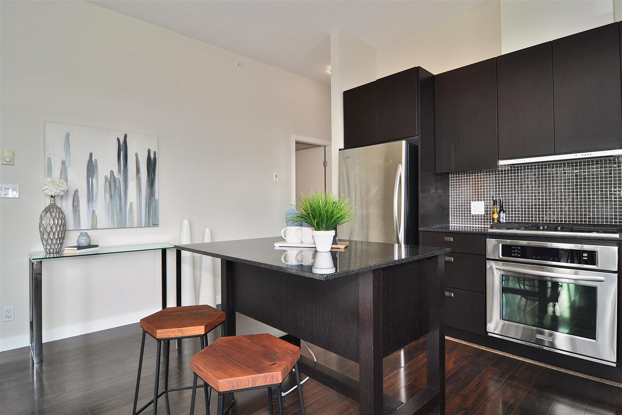 "Photo 10: 609 121 BREW Street in Port Moody: Port Moody Centre Condo for sale in ""ROOM"" : MLS(r) # R2178031"
