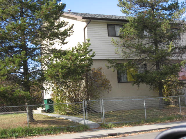 Main Photo: 9706 100 Street in Morinville: House Duplex for rent