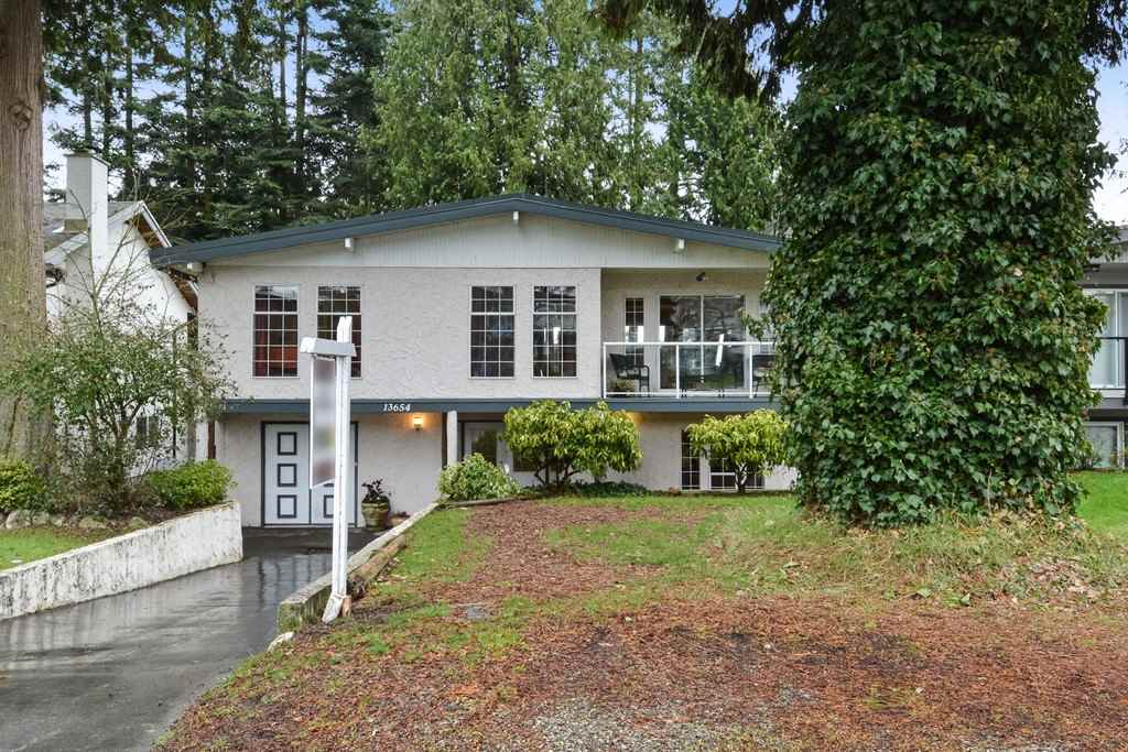 "Main Photo: 13654 MALABAR Avenue: White Rock House for sale in ""WestWhite Rock"" (South Surrey White Rock)  : MLS®# R2243171"