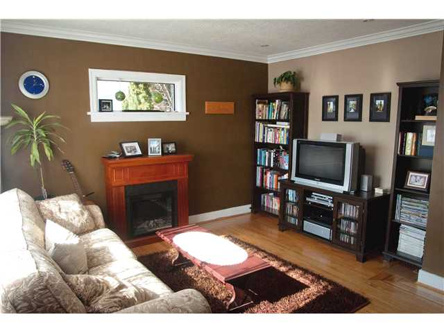 Photo 2: 333 SIMPSON Street in New Westminster: Sapperton House for sale : MLS(r) # V874487