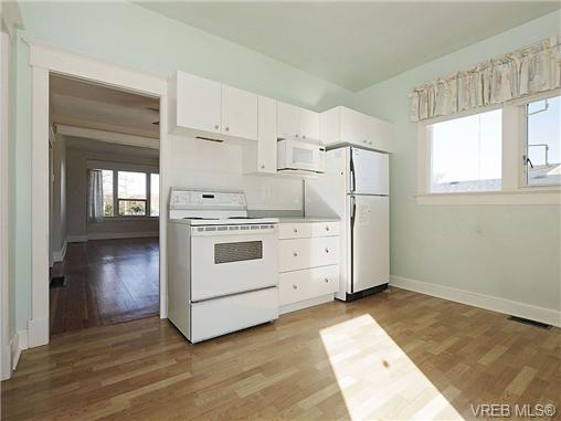 Photo 6: 1743 Newton Street in VICTORIA: Vi Jubilee Single Family Detached for sale (Victoria)  : MLS(r) # 334245
