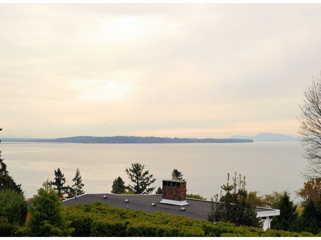 "Main Photo: 14410 SUNSET Lane: White Rock House for sale in ""MARINE DRIVE WEST"" (South Surrey White Rock)  : MLS® # F1413087"