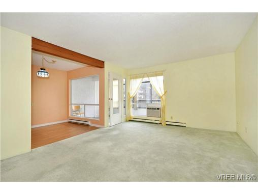 Photo 3: 208 1725 Cedar Hill Cross Road in VICTORIA: SE Mt Tolmie Condo Apartment for sale (Saanich East)  : MLS® # 346130