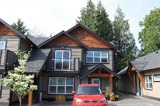 Main Photo: 207 518 SHAW Road in Gibsons: Gibsons & Area Townhouse for sale (Sunshine Coast)  : MLS® # R2053889
