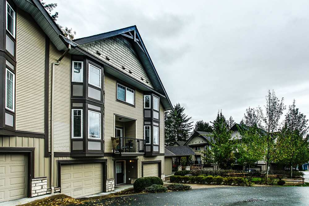 "Main Photo: 12 32501 FRASER Crescent in Mission: Mission BC Townhouse for sale in ""FRASER LANDING"" : MLS® # R2117880"