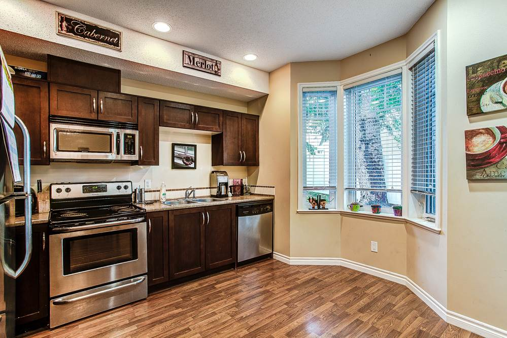 "Photo 3: 12 32501 FRASER Crescent in Mission: Mission BC Townhouse for sale in ""FRASER LANDING"" : MLS(r) # R2117880"