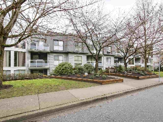 "Main Photo: 307 68 RICHMOND Street in New Westminster: Fraserview NW Condo for sale in ""GATEHOUSE PLACE"" : MLS(r) # R2149191"
