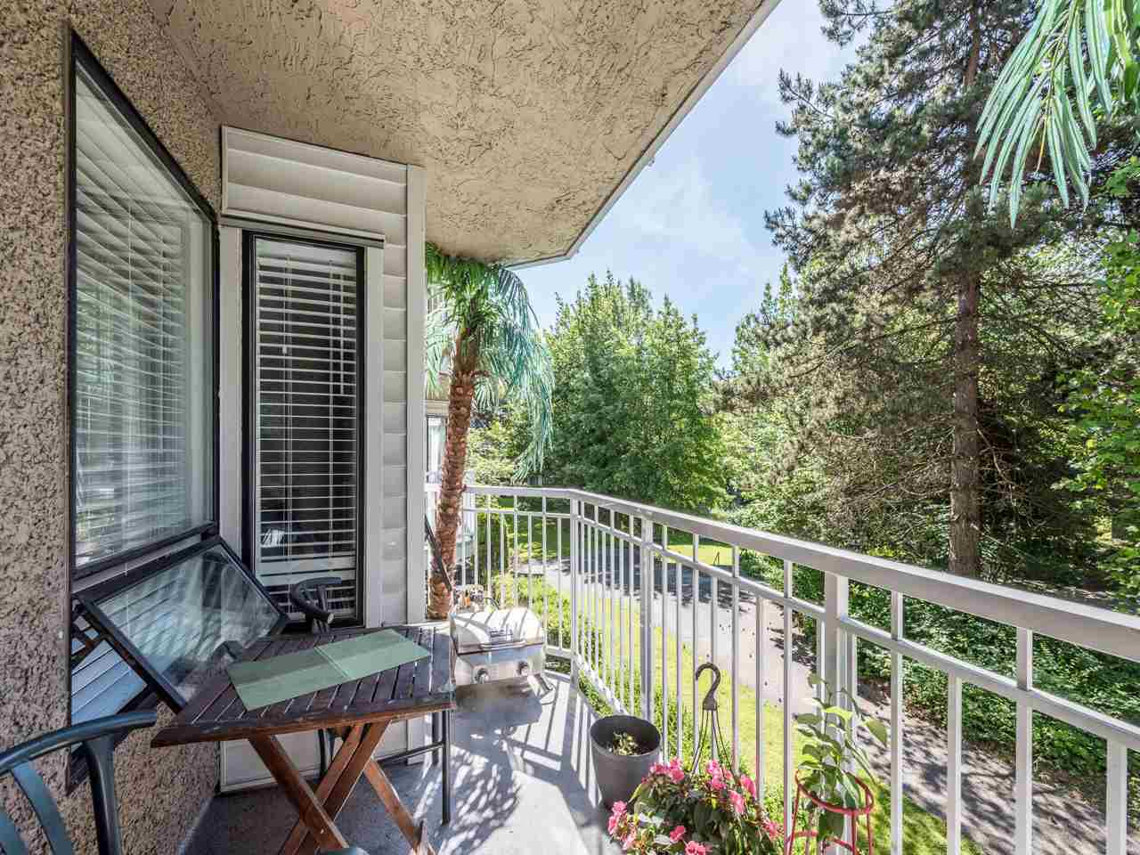 "Main Photo: 112 9584 MANCHESTER Drive in Burnaby: Cariboo Condo for sale in ""BROOKSIDE PARK"" (Burnaby North)  : MLS®# R2173603"