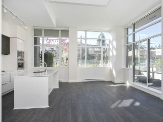 "Main Photo: 110 188 AGNES Street in New Westminster: Downtown NW Condo for sale in ""THE ELLIOT"" : MLS(r) # R2180697"