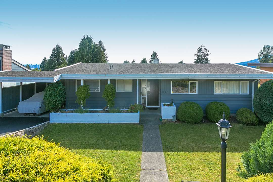 "Main Photo: 233 SANDRINGHAM Crescent in North Vancouver: Upper Lonsdale House for sale in ""Marlborough Heights"" : MLS® # R2181893"