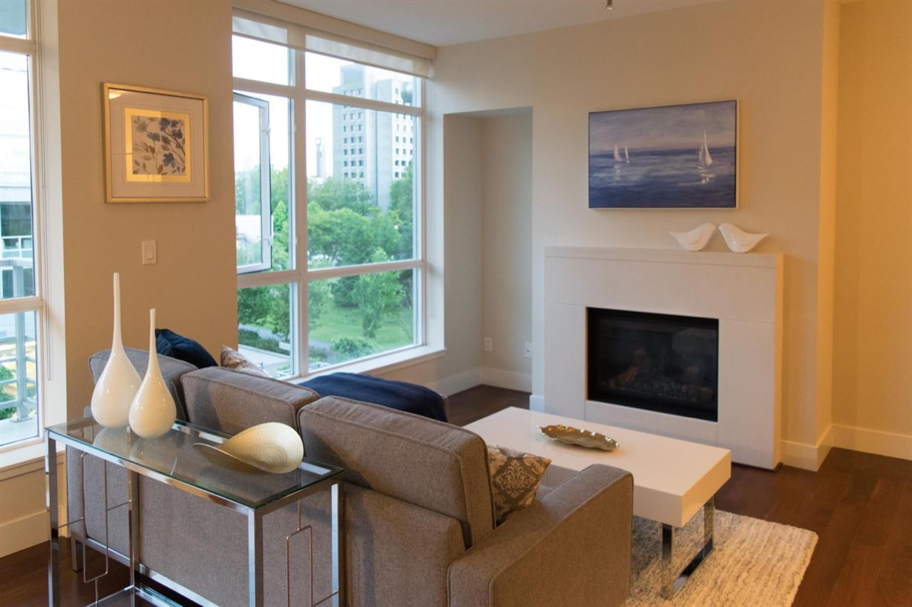 "Photo 2: 401 6080 IONA Drive in Vancouver: University VW Condo for sale in ""STIRLING HOUSE by INTRACORP"" (Vancouver West)  : MLS® # R2182926"