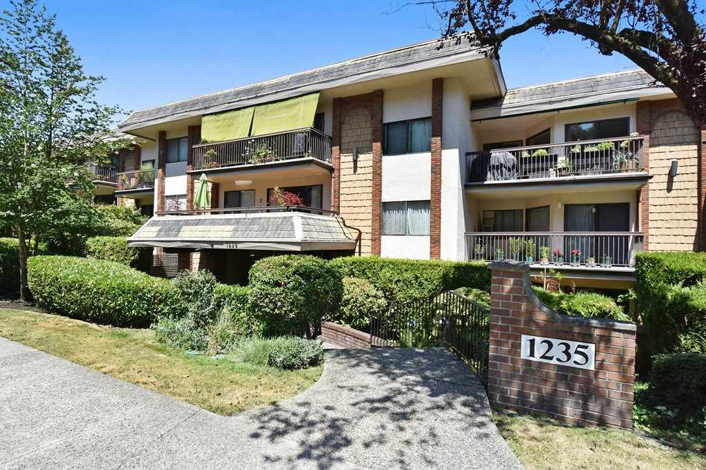 "Main Photo: 318 1235 W 15TH Avenue in Vancouver: Fairview VW Condo for sale in ""THE SHAUGHNESSY"" (Vancouver West)  : MLS(r) # R2186256"