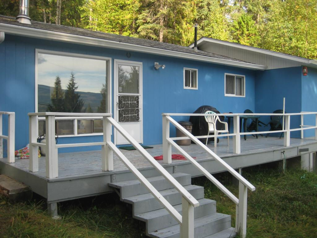 Main Photo: 2544 Vickers  Trail in Anglemont: North Shuswap Residential Detached for sale (Shuswap)  : MLS(r) # 10036911