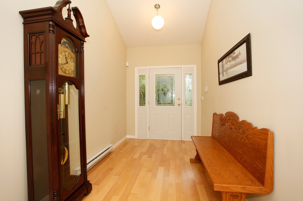 Photo 3: 20556 GRADE Crescent in Langley: Langley City House for sale : MLS® # F1436559