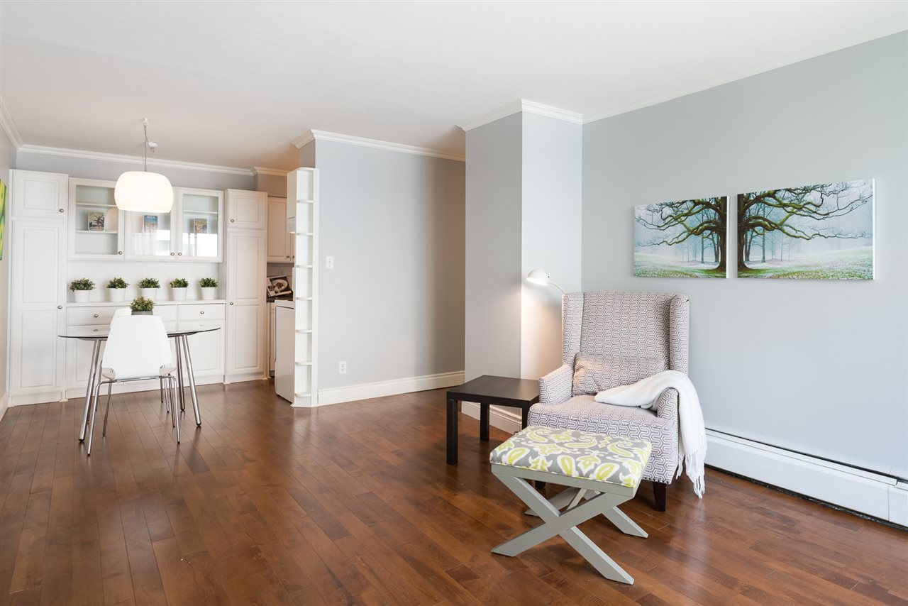 "Main Photo: 210 2040 CORNWALL Avenue in Vancouver: Kitsilano Condo for sale in ""Bryanston Court"" (Vancouver West)  : MLS(r) # R2092141"