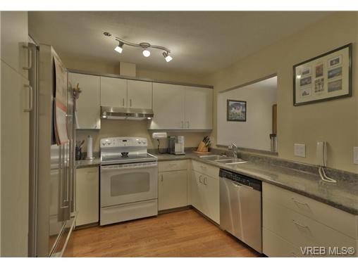 Photo 2: 304 2900 Orillia Street in VICTORIA: SW Gorge Condo Apartment for sale (Saanich West)  : MLS® # 368344