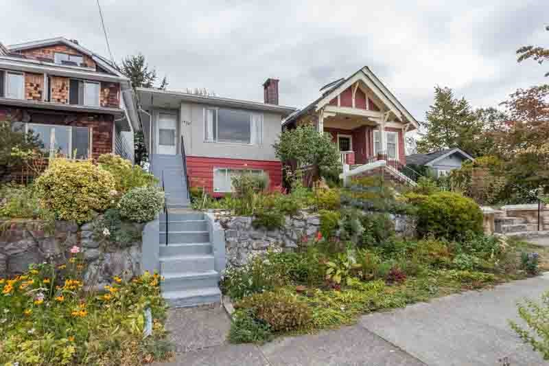 Main Photo: 1946 LAKEWOOD Drive in Vancouver: Grandview VE House for sale (Vancouver East)  : MLS®# R2104712