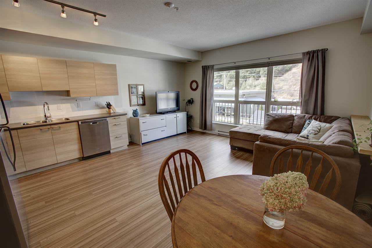 "Photo 4: 204 7445 FRONTIER Street: Pemberton Condo for sale in ""Elements"" : MLS(r) # R2107404"
