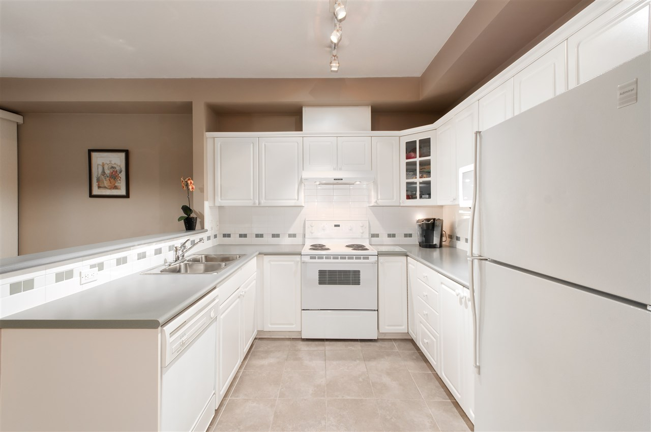 "Photo 6: 10 1506 EAGLE MOUNTAIN Drive in Coquitlam: Westwood Plateau Townhouse for sale in ""RIVER ROCK"" : MLS® # R2115721"