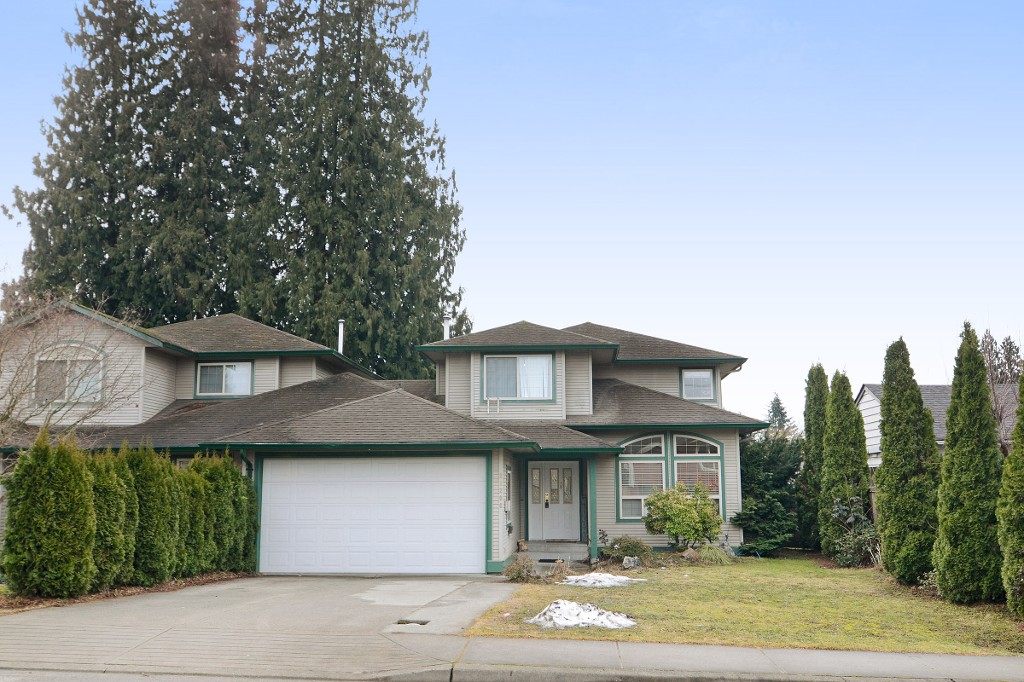 Main Photo: 21206 123 Avenue in Maple Ridge: Northwest Maple Ridge House 1/2 Duplex for sale : MLS® # R2140063