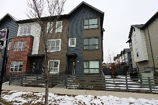 Main Photo: 4 2560 PEGASUS Boulevard in Edmonton: Zone 27 Townhouse for sale : MLS(r) # E4059753