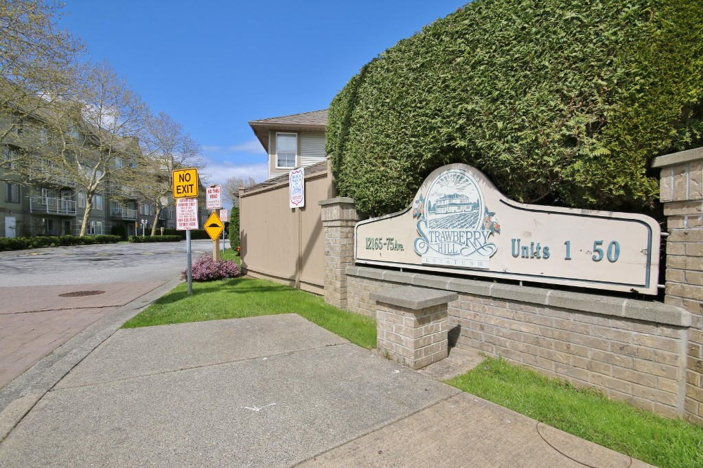 "Main Photo: 18 12165 75 Avenue in Surrey: West Newton Townhouse for sale in ""STRAWBERRY HILL ESTATES III"" : MLS® # R2161777"