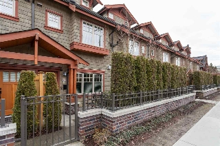 "Main Photo: 5938 OAK Street in Vancouver: Oakridge VW Townhouse for sale in ""MONTGOMERY TOWNHOMES"" (Vancouver West)  : MLS(r) # R2162666"