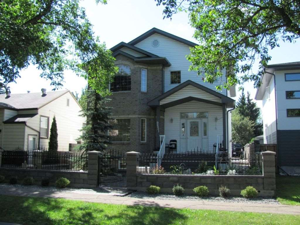 Main Photo: 9651 80 Avenue in Edmonton: Zone 17 House for sale : MLS® # E4062241