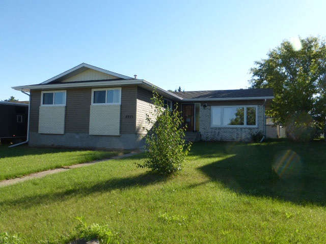 Main Photo: 4823 52 Street: Millet House for sale : MLS® # E4077620