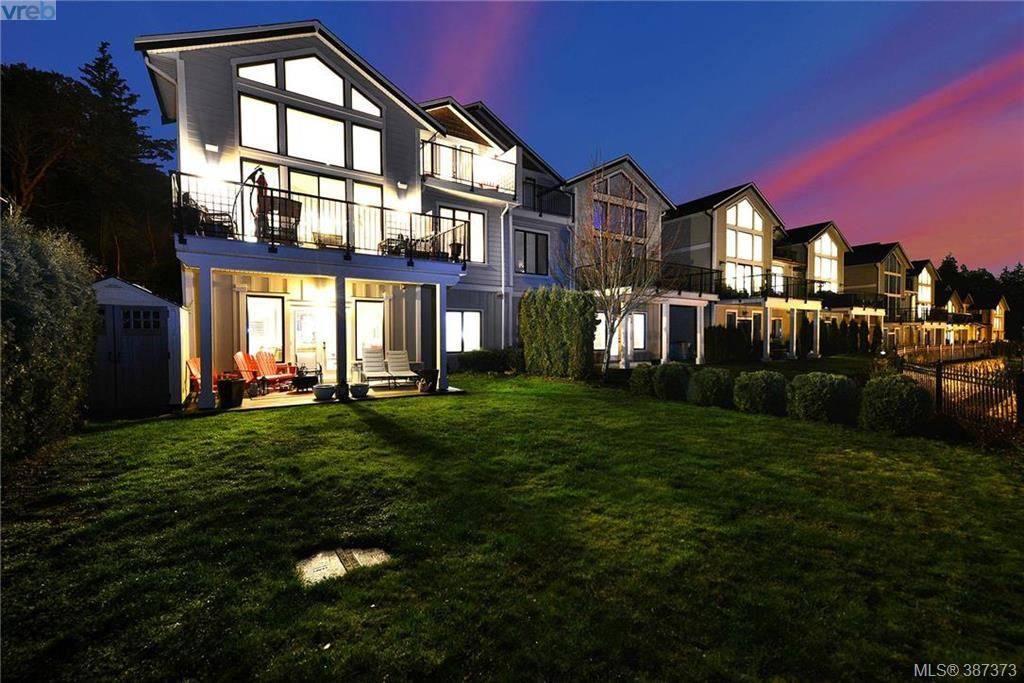 Main Photo: 14 614 Granrose Terrace in VICTORIA: Co Latoria Townhouse for sale (Colwood)  : MLS®# 387373