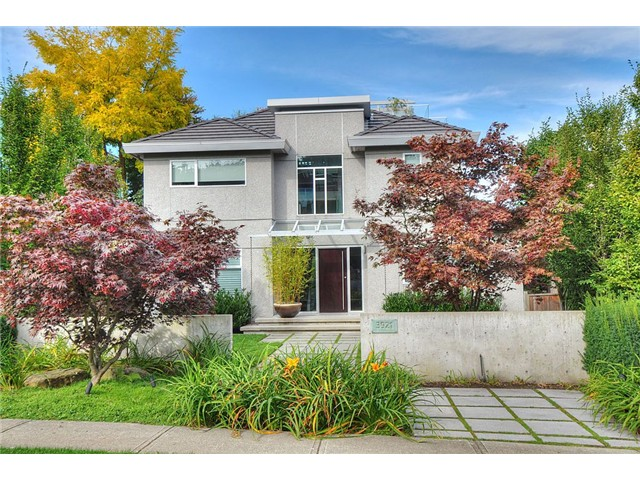 "Main Photo: 3921 W 12TH Avenue in Vancouver: Point Grey House for sale in ""POINT GREY"" (Vancouver West)  : MLS® # V924833"