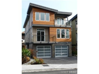 Main Photo: 119 St. Lawrence Street in VICTORIA: Vi James Bay Strata Duplex Unit for sale (Victoria)  : MLS(r) # 331823