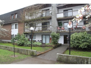 """Main Photo: 103 33870 FERN Street in Abbotsford: Central Abbotsford Condo for sale in """"Fernwood Manor"""" : MLS(r) # F1435421"""