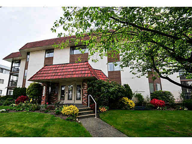 "Main Photo: 206 1458 BLACKWOOD Street: White Rock Condo for sale in ""CHAMPLAIN MANOR"" (South Surrey White Rock)  : MLS(r) # F1439941"