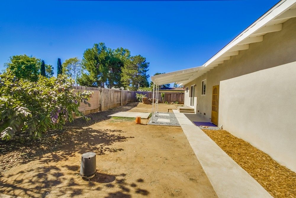 Photo 20: VISTA House for sale : 2 bedrooms : 1335 Foothill