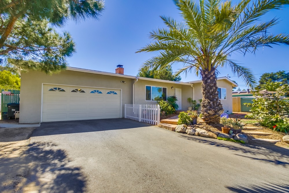 Main Photo: VISTA House for sale : 2 bedrooms : 1335 Foothill