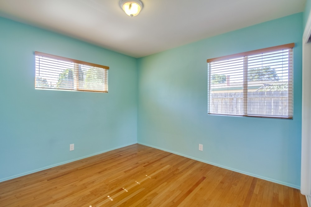Photo 12: VISTA House for sale : 2 bedrooms : 1335 Foothill