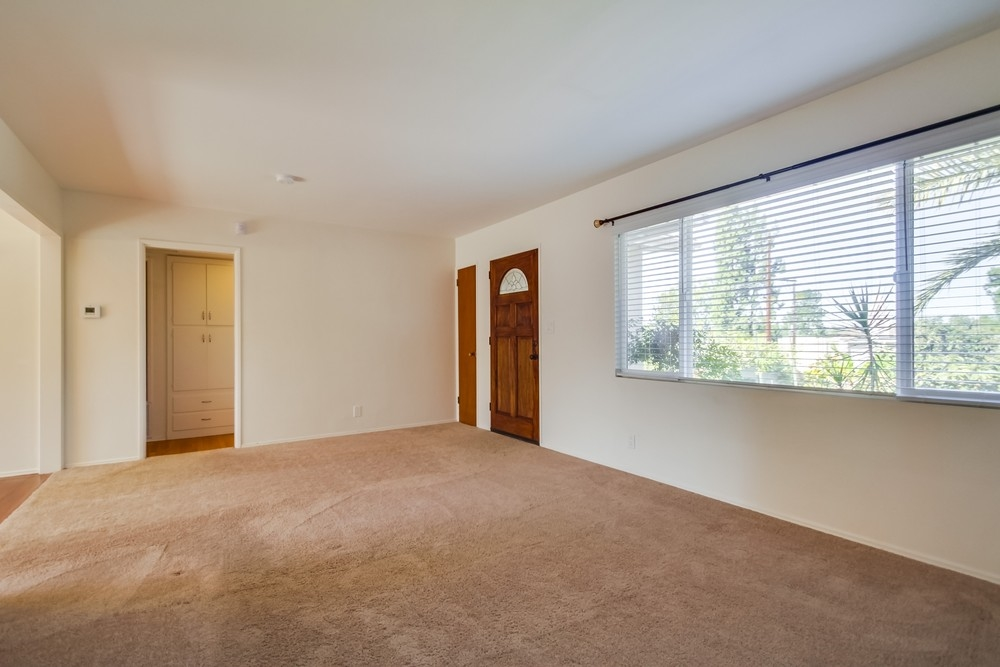 Photo 6: VISTA House for sale : 2 bedrooms : 1335 Foothill