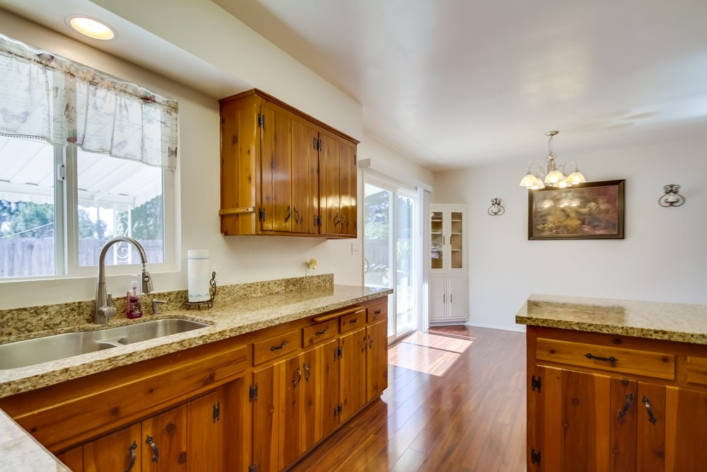 Photo 10: VISTA House for sale : 2 bedrooms : 1335 Foothill