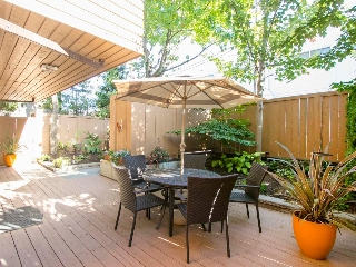 "Main Photo: 104 1930 W 3RD Avenue in Vancouver: Kitsilano Condo for sale in ""THE WESTVIEW"" (Vancouver West)  : MLS® # R2099750"