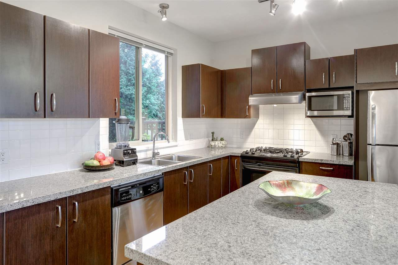 Photo 4: 105 3076 DAYANEE SPRINGS Boulevard in Coquitlam: Westwood Plateau Townhouse for sale : MLS(r) # R2119621