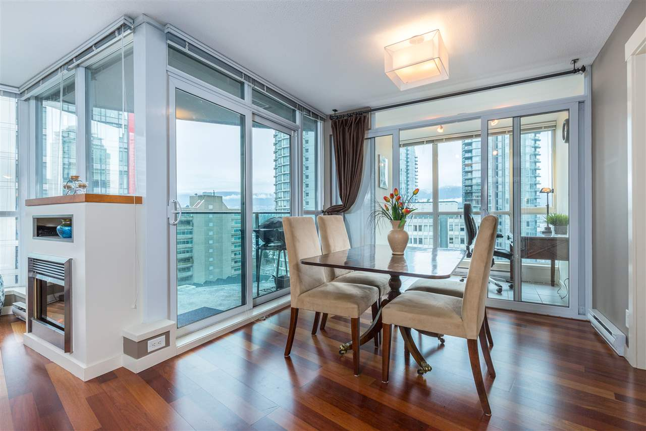 "Photo 1: 901 1189 MELVILLE Street in Vancouver: Coal Harbour Condo for sale in ""COAL HARBOUR"" (Vancouver West)  : MLS(r) # R2125909"