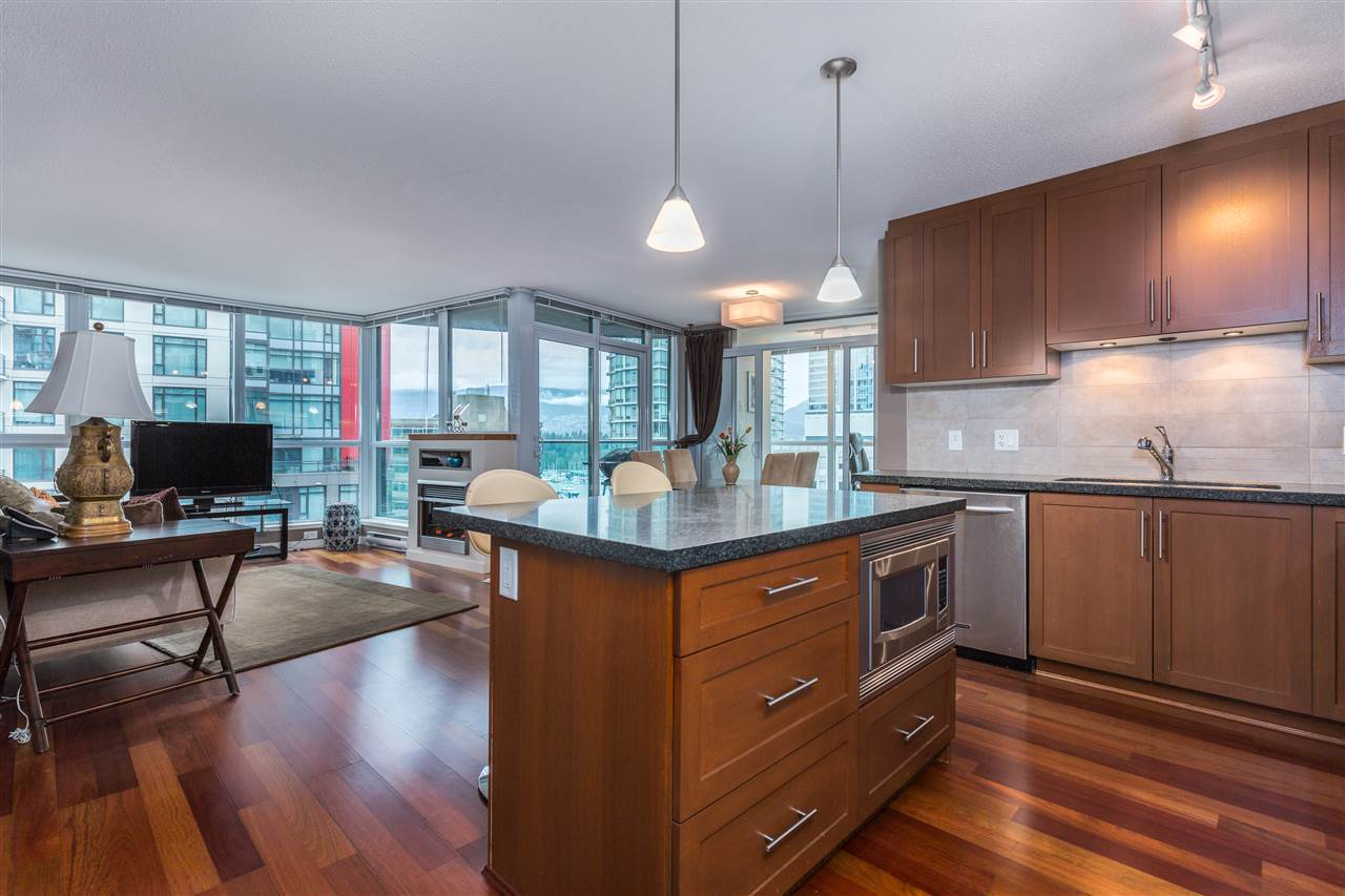 "Photo 2: 901 1189 MELVILLE Street in Vancouver: Coal Harbour Condo for sale in ""COAL HARBOUR"" (Vancouver West)  : MLS(r) # R2125909"