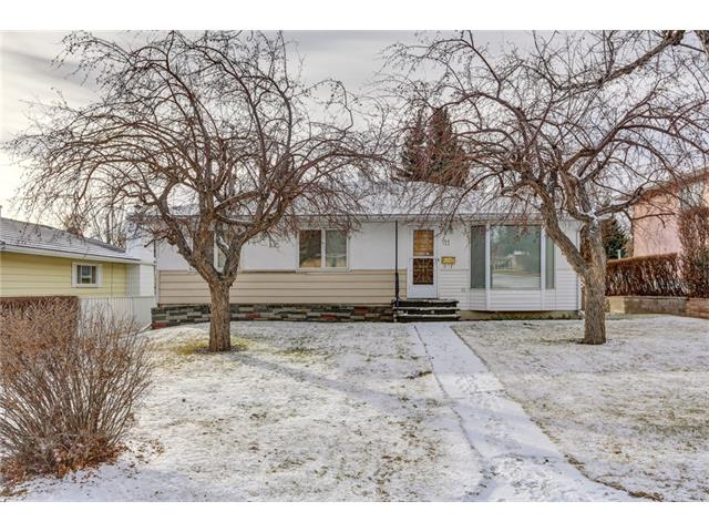 Main Photo: 11 HOUNSLOW Drive NW in Calgary: Highwood House for sale : MLS(r) # C4091398